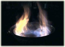 たいまつ鍋・ファイヤー!決してお家では真似しないで下さい。